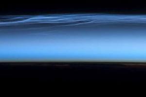 Misteriosas nubes noctilucentes tal como se ven desde la Estación Espacial Internacional 1